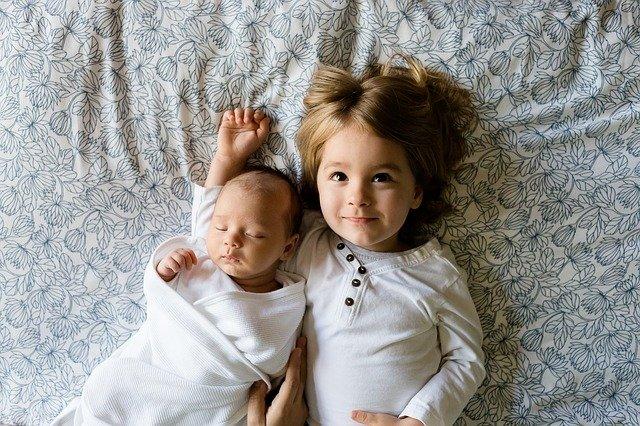 gibalni razvoj dojenčka po mesecih rast