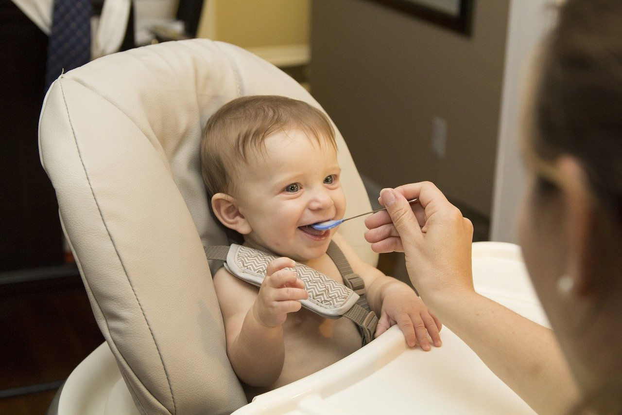 refluks pri dojenčku